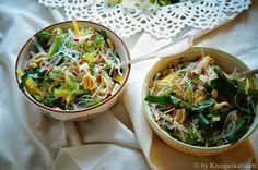 KNUSPERKABINETT: Crispy noodle salad with mango, radishes and Swiss chard on a light lime dressing Crispy Noodles, Mango Salat, Cookbook Shelf, Lime Dressing, Japchae, Vegetarian Recipes, Healthy Eating, Dinner, Vegan Meals