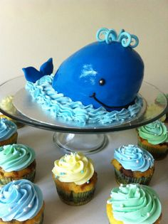 Going to make this for my daughters birthday. Pink whale instead then pink, blue and green cupcakes.