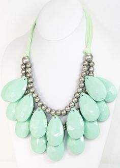Funky Mint bubble beauty necklace.. I think I'm going to try to make this as my next DIY project