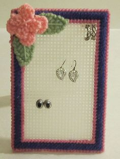 Plastic Canvas - Patterns for Children & Babies - Gift Patterns - Earring Holder ^^ this is such a good idea! Plastic Canvas Christmas, Plastic Canvas Crafts, Plastic Canvas Patterns, Diy Earring Holder, Canvas Designs, Sewing Art, Beading Patterns, Easy Patterns, Diy Canvas