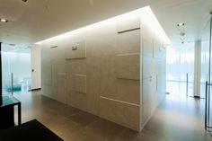 Projects Groupe PORCELANOSA: bureaux, immeuble Oceania Business Plaza, Panamá #Porcelanosa #Venis #projects #interiordesign #offices #businesscentre #ceramictiles