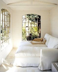 I have to find a spot for a room like this in the house....a nap/reading room. It can be small but it has to have alot of natural lighting.