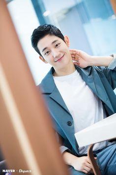 Dispatch tung bộ ảnh zoom đến từng lỗ chân lông của Jung Hae In: Đẳng cấp mỹ nam khiến chị đẹp mê mẩn là đây? - Ảnh 17.