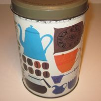 Kaffedåse, der også var i mit hjem som barn Retro Design, Coffee Cans, Barn, Canning, Mugs, Tableware, Converted Barn, Dinnerware, Tumblers