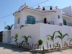 Casa Jeanette, New Large Home with Private Pool in Golden Zone