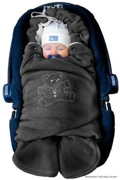 Eine Baby Winter-Einschlagdecke als Geschenkidee für Babys und deren Eltern in den kalten Monaten. Nichts ist wichtiger als das Baby warm und sicher zu halten.