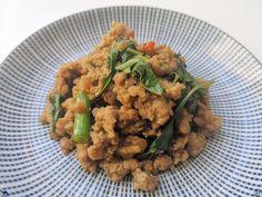 On vous emmène en Thaïlande avec une superbe recette addictive : Un sauté de porc haché au basilic thai alia Pad Kra Pao Moo    #Recette #Recipe #Cuisine #Asie #Asia #Gastronomy #Gastronomie #Food #foodporn #porc #thai #thailandais #thailand #pork Tamarin, Risotto, Ethnic Recipes, Spice, Thai Basil, Fine Dining, Food Recipes