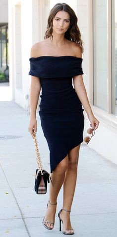 Emily Ratajkowski went for a minimalist look but gave her navy off-the-shoulder asymmetric number a flourish of cool-girl edge, courtesy of spiked ear jackets, a gold chain-strap purse, and metallic Stuart Weitzman sandals.