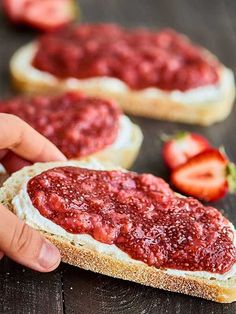 Only 5 ingredients are needed to make this Strawberry Chia Jam. It's vegan, gluten free, easy to make, pretty darn healthy, and helllooo is ultra delicious! Use Madhava to make this treat naturally sweet | madhavaseeteners.com
