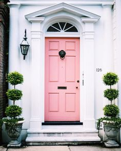 """We'd like to dub this perfect townhouse front door in the heart of the Holy City """"Charleston Pink."""" From the classic Southern architecture to the stately lion knocker, this door is giving us major curb appeal inspiration. Home Design, Decor Interior Design, Interior Design Living Room, Room Interior, Design Ideas, Design Exterior, Interior And Exterior, Deco Rose, Pink Houses"""