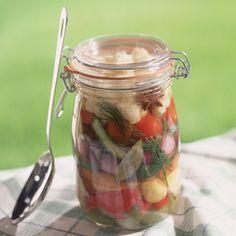 Tomates, courgettes, petits oignons à l'huile d'olive