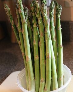 There is simply nothing compares to the fresh taste of home grown asparagus! See how to plant, grow and easily maintain a delicious perennial crop. Olive Garden, Veg Garden, Vegetable Gardening, Veggie Gardens, Gardening Vegetables, Fruit Garden, Indoor Garden, Organic Gardening, Gardening Tips