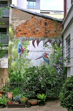 Nice Backyard , the plants matches perfectly the graffiti . Murals Street Art, Street Art Graffiti, Graffiti Wall Art, Garden Mural, Garden Art, Garden Painting, Garden Ideas, Urban Art, Garden Inspiration