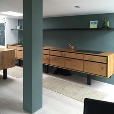 We just delivered this beautiful kitchen to a happy client with our longest shelf-hood in stained brass so far. Home Decor Kitchen, Kitchen Furniture, Kitchen Interior, Home Furniture, Made To Measure Furniture, Nordic Living, Long Kitchen, Long Shelf, Cooker Hoods