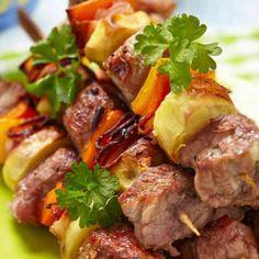 Grillspett i ugn med grönsaker och bacon Swedish Recipes, Lchf, Pot Roast, Love Food, Catering, Sausage, Grilling, Food And Drink, Health Fitness