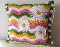 Summer ripple cushion with daisy flower applique - free pattern & tutorial @ crafternoontreats