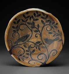 Pottery is elegant, diverse and quite the attractive addition to any part of your home. The kitchen is no exception as it can also benefit from the addition of pottery in a variety of ways. Ceramic Birds, Ceramic Decor, Ceramic Art, Pottery Painting Designs, Pottery Designs, Pottery Plates, Pottery Vase, Clay Plates, Ceramic Plates