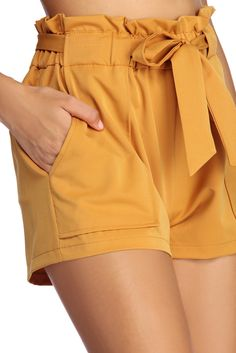 Bring the heat to winter outfits with Windsor shorts. Style faux leather & paper bag waist shorts for holiday, or layer casual outfits with biker shorts. Classy Outfits, Casual Outfits, Cute Outfits, Fashion Outfits, Fashion Weeks, Short Outfits, Outfits For Teens, Summer Outfits, Beach Outfits