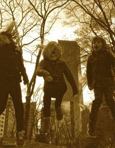 Une jolie et toute fraîche brochette de fifilles en mode Jump à Central Park, New York, USA http://www.artofthejump.com/jump/trianaclementineolivia