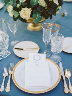 La Tavola Fine Linen Rental: Tuscany Wedgwood with Hemstitch White Napkins | Photography: Jon CU, Coordination: Borrowed Blu, Floral Design: Glasswing Floral, Tabletop Rentals: Borrowed Blu, Vintage Furniture Rentals: Found Rentals