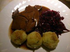 Das perfekte Zarte Rehkeule in Rotweinsoße (Ohne Einlegen)-Rezept mit einfacher Schritt-für-Schritt-Anleitung: Fleisch evtl. noch ausbeinen, dann mit Salz…