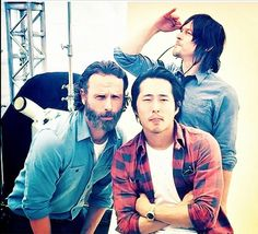 <3 Norman's pose! There is just TOO MUCH SEXY in this pic! #NormanReedus #AndrewLincoln #StevenYeun #TheWalkingDead