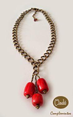 Madó Luaces : Collar largo de cadena en color oro viejo y piezas...