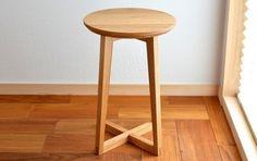 楢の丸い展示台270の画像1枚目 Furniture Legs, Fine Furniture, Wooden Furniture, Furniture Design, Diy Stool, Stool Chair, Wood Stool, Wood And Metal, Inspiration