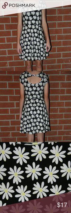 Selling this Flower dress on Poshmark! My username is: kyeannastarke. #shopmycloset #poshmark #fashion #shopping #style #forsale #Missoni #Dresses & Skirts