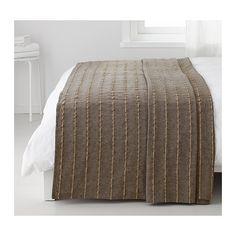 TALLÖRT Colcha IKEA Os fios grossos de juta interlaçados no tecido de algodão criam uma textura decorativa na colcha.