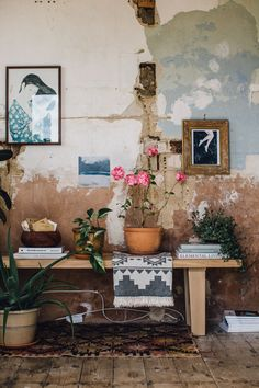 Get Creative With Eclectic Home Decor Styling Home Interior Design, Interior And Exterior, Interior Decorating, Oak Bench, Deco Originale, Bohemian Interior, Home And Deco, Wabi Sabi, Cheap Home Decor