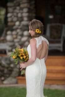 Bride wears black-eyed Susans in her hair by Dan and Melissa Photography | Two Bright Lights :: Blog
