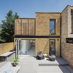 The winner of our 2018 Best Green Home Award was designed by @rda_architects. The homeowner was looking to downsize and their clever design allowed her to build a super energy-efficient mews house in south London complete with a swimming pool (sneakily concealed under decking in this pic) for under 250K.  For more information on eco homes see the link in our bio . Photo: Simon Maxwell . #homebuilding #awards #selfbuild #green #eco #passivhaus #environment #archilovers #dreamhome #london #swimmin