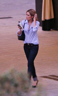 Where can I get Lauren Conrad's jeans, black purse and black pumps?