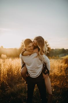 Golden Hour Engagement Session in the Fields Couple Photoshoot Poses, Couple Photography Poses, Pre Wedding Photoshoot, Couple Portraits, Couple Shoot, Engagement Photo Poses, Engagement Photo Inspiration, Engagement Pictures, Engagement Shoots