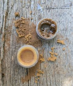Pumpkin Pie Homemade Lip Balm   Edible Lip Scrub | http://hellonatural.co/pumpkin-pie-lip-balm-lip-scrub/