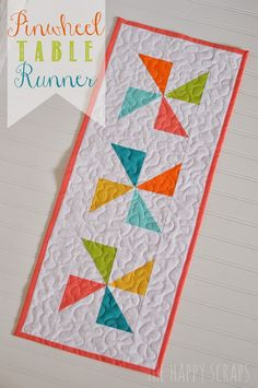 Pinwheel Table Runner for Spring and Summer at www.thehappyscraps.com