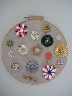 I can totally make that: Vintage Monday: flower brooch display