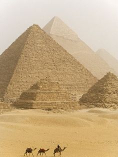 ♔ The Great Pyramids of Giza