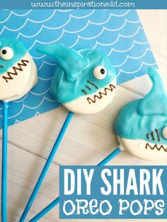 These shark cookies will be perfect for a under the sea themed party, to celebrate Shark Day or as a fun animal or sea themed food idea. Shark party food is always fun to share at a child'd party and I'm sure these cookies would go down well. Kinder Party Snacks, Kids Birthday Snacks, Shark Birthday Cakes, 3rd Birthday, Shark Party Foods, Disney Party Foods, Shark Snacks, Kid Snacks, Disney Cupcakes