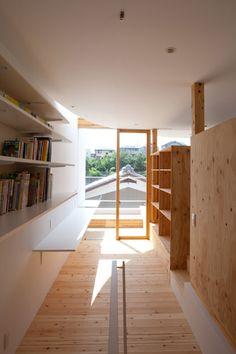 http://www.dezeen.com/2015/02/09/tsuyoshi-kawata-park-house-japan-curving-wall-facade/