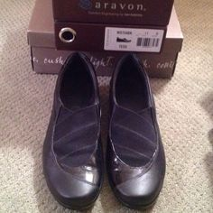 Aravon Tess, size 11, black, removable inserts Gently used, leather, excellent arch support, removable insert so you can replace with your orthotics, medium width. Aravon Shoes Wedges