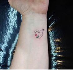 small heart tattoo idas for girls. Simple heart tattoo designs on wrist. Heart tattoo desings for wrist. Mommy Tattoos, Small Heart Tattoos, Mother Tattoos, Heart Tattoo Designs, Baby Tattoos, Mini Tattoos, Foot Tattoos, Finger Tattoos, Body Art Tattoos