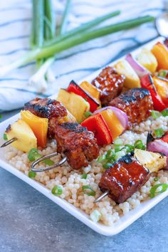 These Hawaiian BBQ Tempeh Kabobs are the perfect combination of sweet, tangy, and savory. Swap out the peppers for your favorite veggies and make these a meal the whole family will love! Vegan Bbq Recipes, Kabob Recipes, Vegan Dinners, New Recipes, Healthy Recipes, Vegan Food, Summer Recipes, Tempeh, Tofu