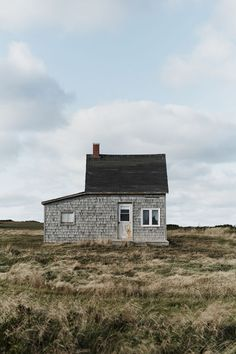 Nantucket Tiny House in a Marsh Setting (picture only) Mini Loft, Cabins And Cottages, Cozy Cabin, Little Houses, Old Houses, Small Houses, Interior And Exterior, Tiny House, Architecture Design