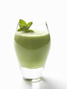 Pat's Favorite Smoothie Recipe Greena-Colada Avocado Smoothie 1 cup frozen pineapple chunks 1 cup coconut water (or if you can't find it, use almond milk or plain water) avocado 1 packet Recharge (whey protein) to 1 tbsp coconut oil 4 ice cubes Mojito Smoothie Recipe, Avocado Smoothie, Juice Smoothie, Smoothie Bowl, Healthy Juice Recipes, Healthy Juices, Healthy Drinks, Whole Food Recipes, Green Juice Benefits