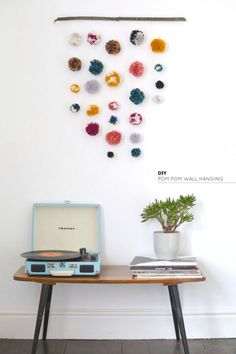burkatron: DIY | pom pom wall hanging