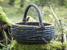Willow Weaving, Basket Decoration, Making Out, Wicker, Woodwork, Weave, Baskets, Pets, Furniture