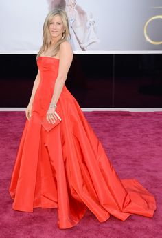 Jennifer Aniston arrives at the Oscars at Hollywood & Highland Center on February 24, 2013 in Hollywood, California.