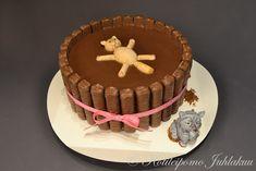 Kissojen mutakylpy -kakku Birthday Cake, Desserts, Food, Tailgate Desserts, Deserts, Birthday Cakes, Essen, Postres, Meals